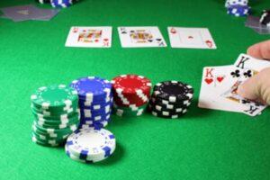 Sumber Daya Bermain Poker Terbaik di Dunia Virtual